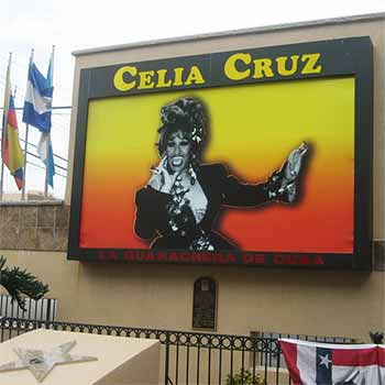 Celia Cruz — La Guarachera de Cuba