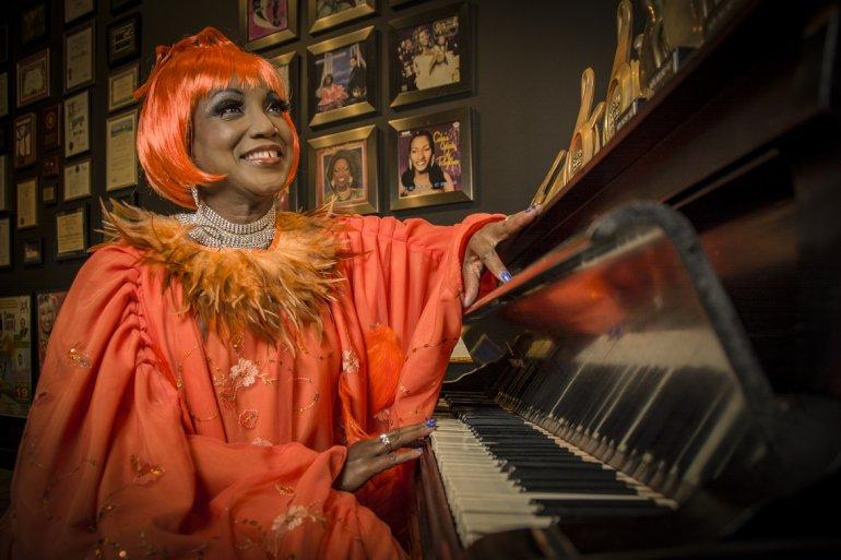 Lucrecia se transforma en Celia Cruz: La Reina de la Salsa